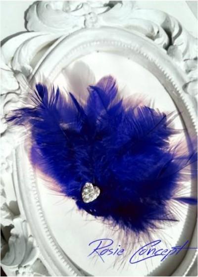 Луксозна дизайнерска брошка- украса за коса с пера и кристали - цвят Тъмно синьо Blue Bird